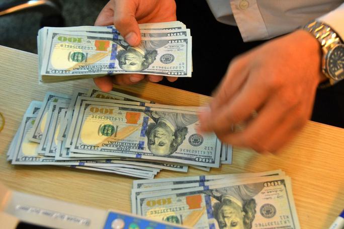 So với đầu năm, tỉ giá USD/VNĐ đã tăng khá mạnh Ảnh: TẤN THẠNH