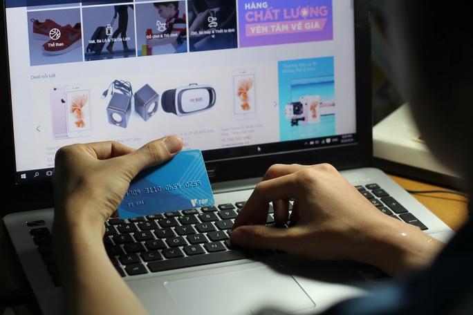 Yếu tố bảo mật là một trong những trở ngại khi người tiêu dùng thanh toán qua mạng Ảnh: Hoàng Triều