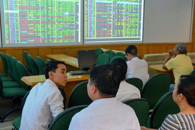 Tổng giá trị vốn hóa thị trường cổ phiếu đạt 75,61 tỉ USD, tương đương 37,8% GDP Ảnh: TẤN THẠNH