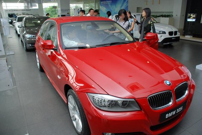 Phòng trưng bày xe BMW của Euro Auto Ảnh: Tấn Thạnh