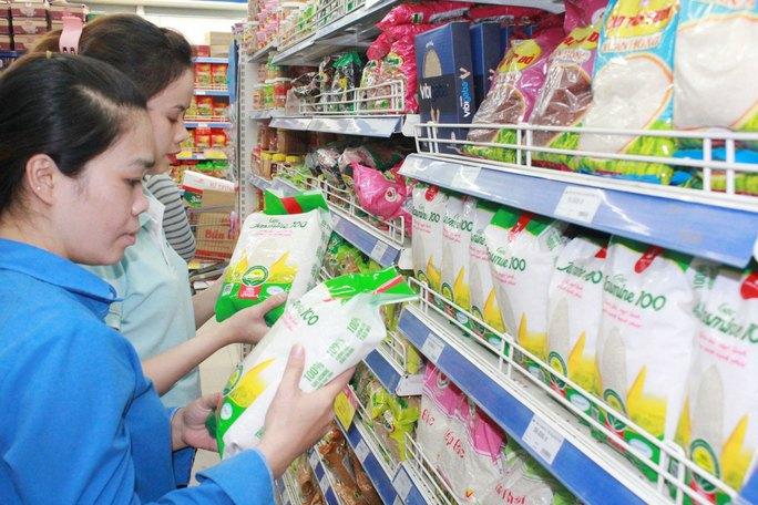 Gạo Jasmine tiêu chuẩn VietGAP được bán tại các siêu thị Co.opmart Ảnh: THANH TẤN