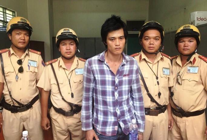 Trần Trung Tín bị lực lượng CSGT đội Phú Lâm tóm gọn khi thực hiện vụ trộm xe máy