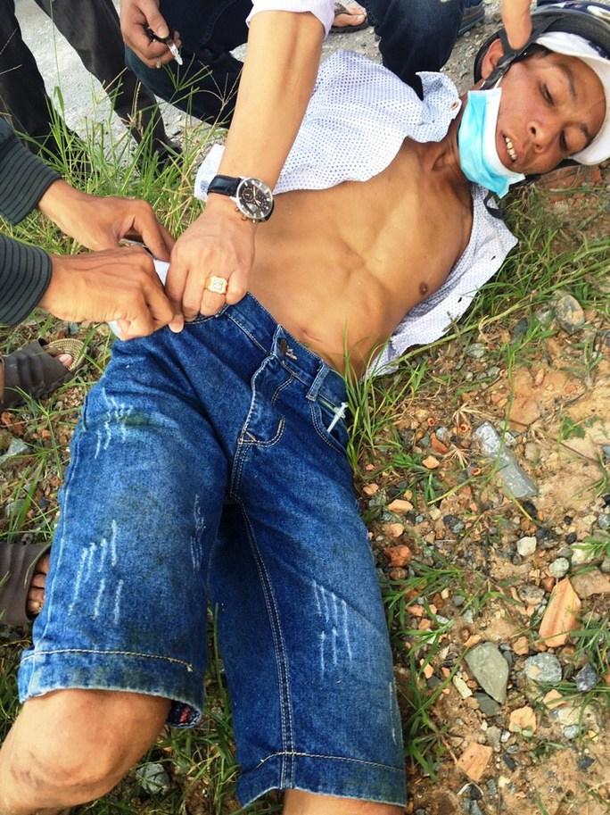 Tên cướp bị cảnh sát khống chế tại hiện trường