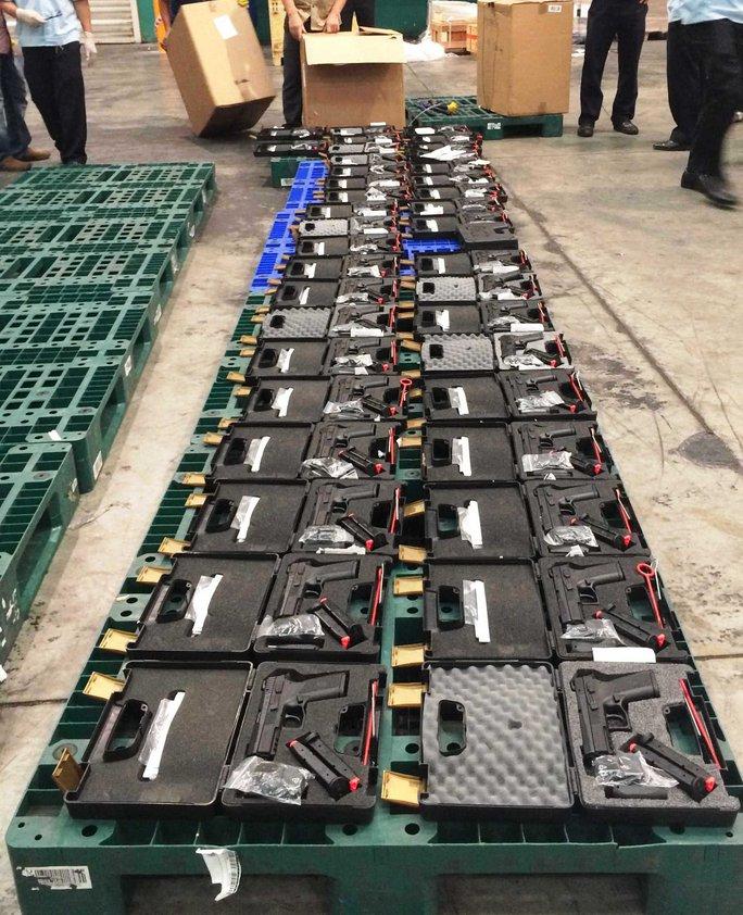 Tịch thu 94 khẩu súng tại sân bay Tân Sơn Nhất