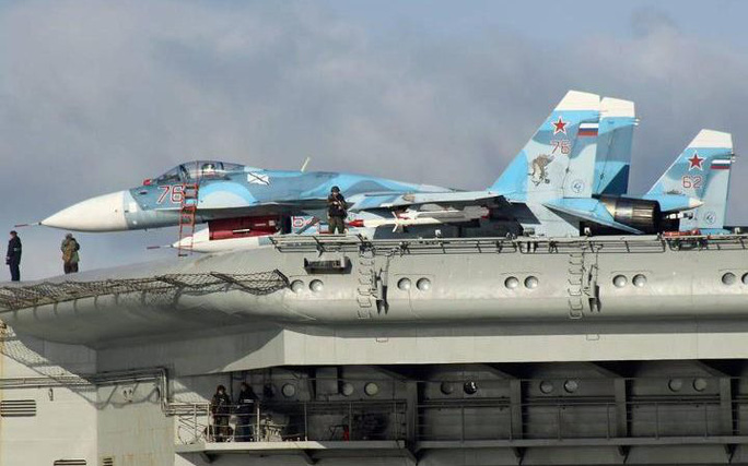 Các chiến đấu cơ trên tàu sân bay Đô đốc Kuznetsov. Ảnh: Dover Marina.com