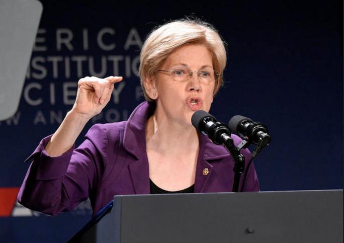 Vẻ ngoài xinh đẹp của thượng nghị sĩ bang Massachusetts Elizabeth Warren thời trẻ (ảnh trên). Bà hiện là thượng nghị sĩ nhiều ảnh hưởng của đảng Dân chủ. Ảnh: CBS NEWS