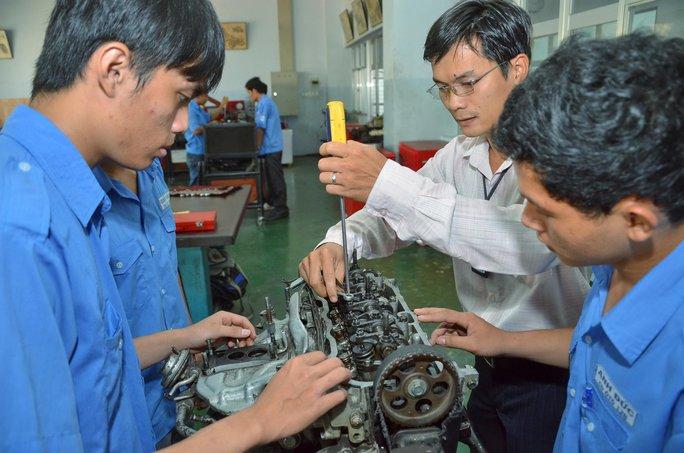 Sinh viên Trường CĐ Kỹ thuật Cao Thắng đang thực hành Ảnh: TẤN THẠNH