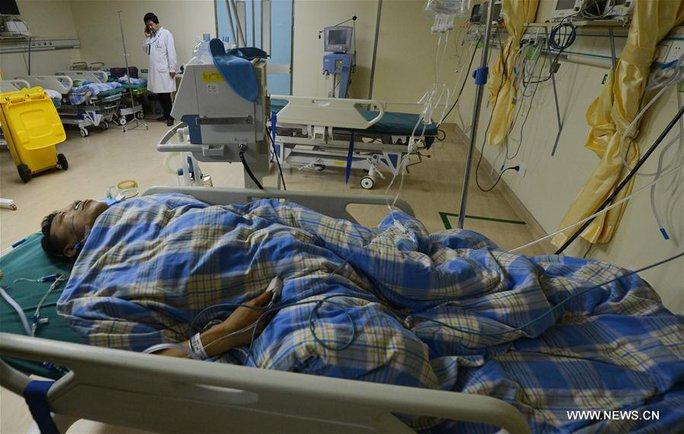 Một trong số các nạn nhân tại bệnh viện. Ảnh: News.cn