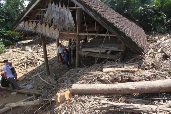Một căn nhà tại thôn Đồng Lâm tan hoang sau lũ