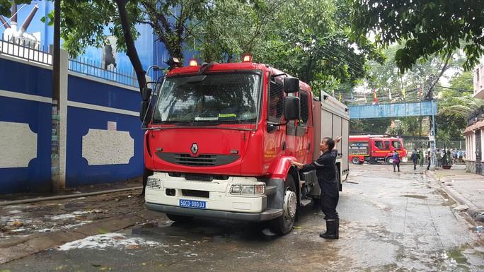 Lực lượng chữa cháy tại hiện trường.