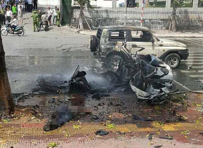 Hiện trường vụ nổ taxi kinh hoàng