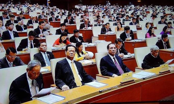Các vị khách mời, đại biểu QH lắng nghe ý kiến, kiến nghị của cử tri và nhân dân gửi tới QH