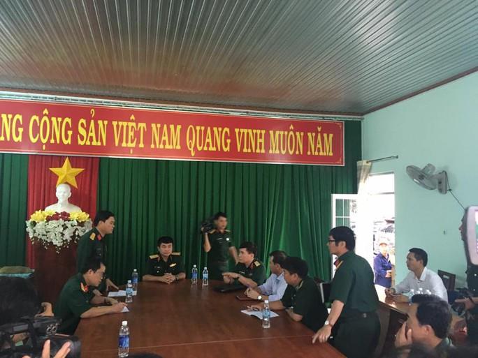 Đến 13 giờ, thượng tướng Võ Văn Tuấn, Phó tổng tham mưu trưởng Quân đội nhân dân Việt Nam đã tới phường Kim Dinh, TP Bà Rịa chỉ đạo để tiếp cận khu vực tìm kiếm.