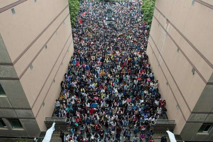 Kỳ thi tuyển công chức, viên chức được xem là một trong những cuộc thi khó nhất Trung Quốc. Ảnh: Facebook