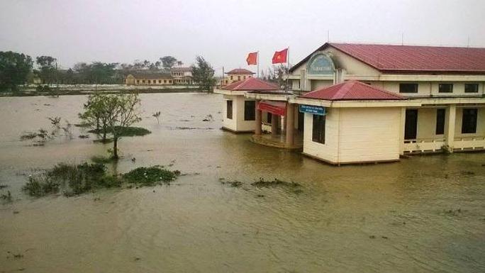 Trụ sở UBND xã Quảng Thành(Thừa Thiên –Huế) bị ngập nước (ảnh Quang Nhật)