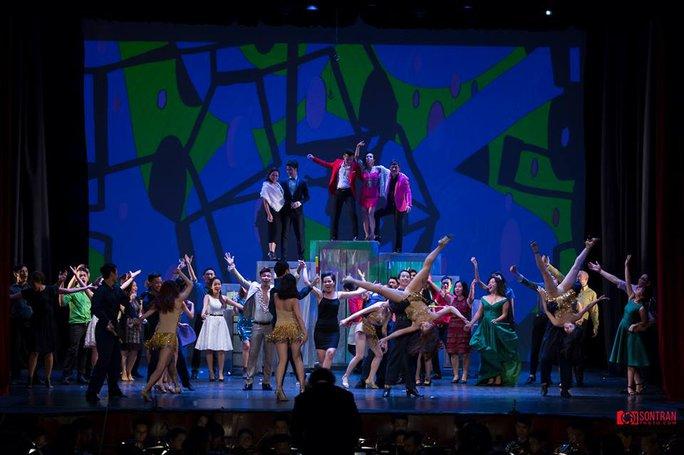 Những màn nhảy múa đặc trưng tràn ngập vở diễn