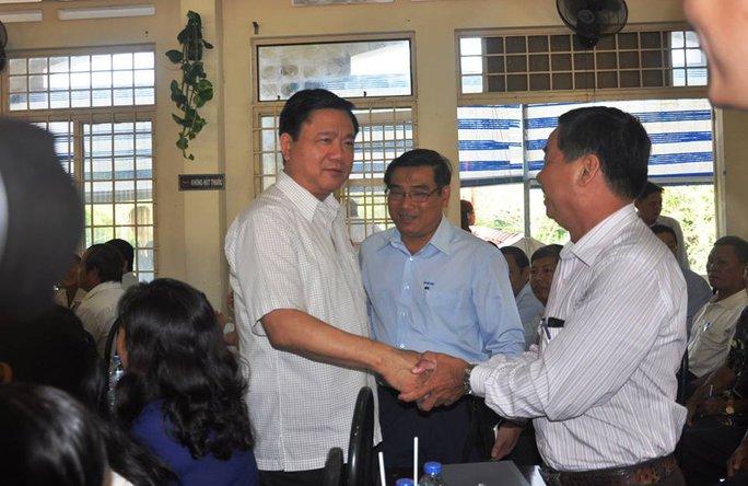 Bí thư Thành ủy TP HCM gặp gỡ các cử tri trước buổi tiếp xúc