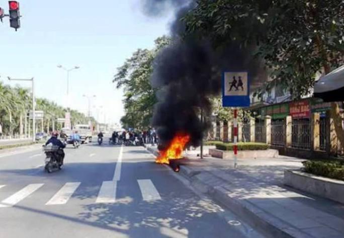 Chiếc xe máy được chính chủ nhân của nó là Nguyễn Văn Hiệp châm lửa đốt sau khi bị CSGT xử phạt
