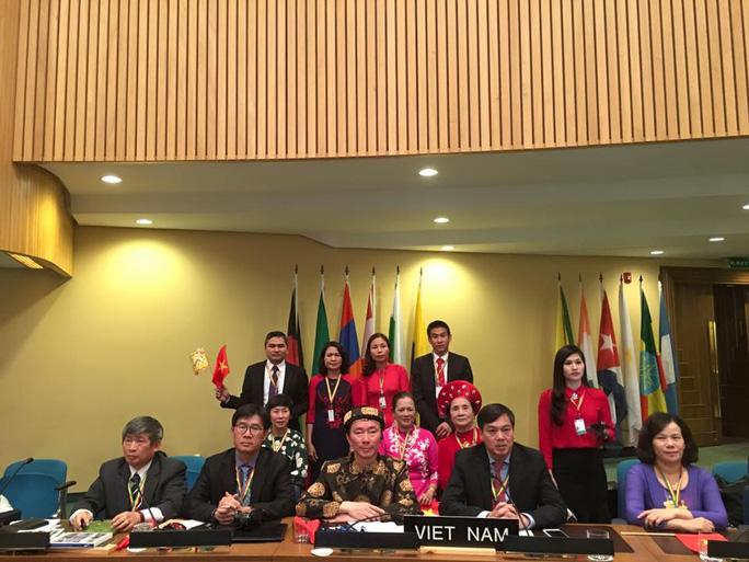 Đoàn Việt Nam tại Hội nghị lần thứ 11 của Ủy ban Liên Chính phủ Tổ chức Giáo dục, Khoa học và Văn hóa của Liên Hợp Quốc (UNESCO) về Bảo vệ Di sản Văn hóa Phi Vật thể - Ảnh: Facebook Đại sứ Phạm Sanh Châu