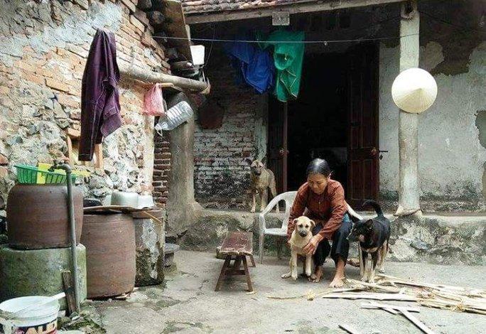 Bà Lê Thị Lũy là một trong số những hộ dân bị xã cắt lại nửa số tiền sau khi được đền bù