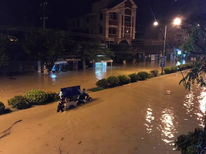 Nha Trang tê liệt vì sạt lở, ngập lụt
