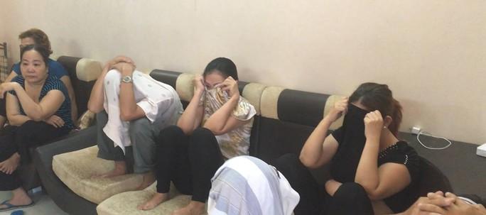 Tại ổ cờ bạc nằm trong chung cư cao cấp Hùng Vương Plaza (quận 5) phát hiện rất nhiều quý bà tham gia.