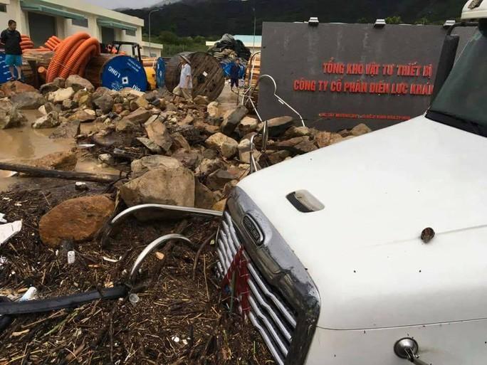 Bể mương nước ở khu vực Hòn Xện, phường Vĩnh Hòa khiến hàng chục hộ dân bị ảnh hưởng, hu hỏng nhà cửa- ảnh CTV