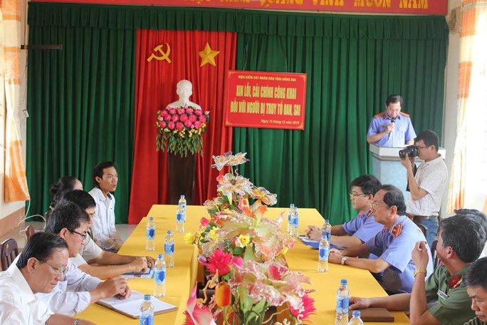 Quang cảnh buổi xin lỗi của VKSND tỉnh Đồng Nai tại trụ sở UBND xã Phú Lộc