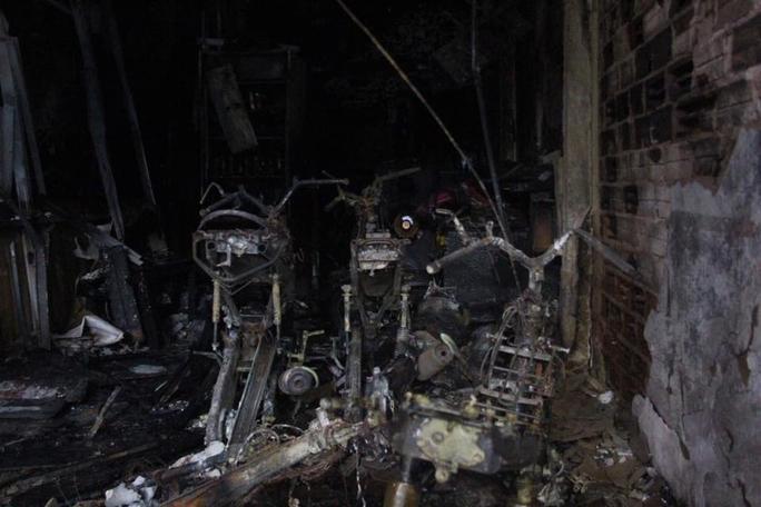 Toàn bộ căn nhà gần như đã bị thiêu rụi hoàn toàn.