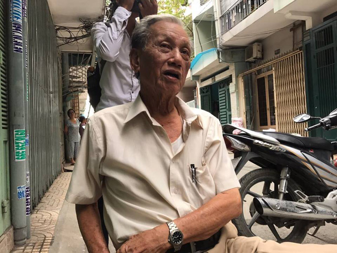 Ông Lê Phùng Hiệp (75 tuổi), nhà ở đối diện căn nhà cháy kể lại vụ việc
