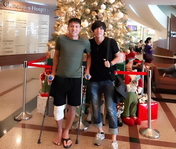 Ngoài hậu vệ Đình Hoàng, tiền vệ Tuấn Anh cũng vừa tiến hành mổ gối thành công ở Singapore