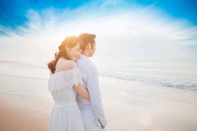 2 ngôi sao cầu lông Nguyễn Tiến Minh và Vũ Thị Trang khoe ảnh cưới rất lãng mạn
