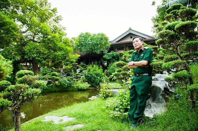 Đại tá - nhà báo Sử Trường Sơn chia sẻ với ông, mỗi cây cảnh trong vườn đều là một tác phẩm nghệ thuật, một câu chuyện, một thân phận mà ông rất đỗi trân trọng