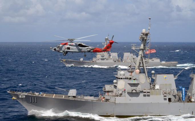 Navy Times nói rằng nhóm ba tàu khu trục Decatur, Momsen và Spruance của Mỹ khiến Trung Quốc căng thẳng dù chưa cần tới tàu sân bay. Ảnh: Navy Times