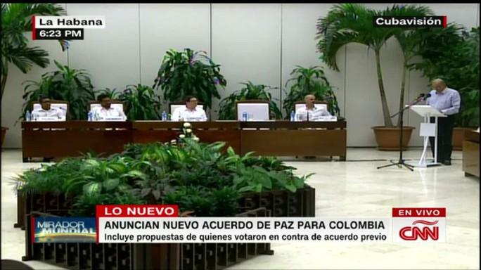 Chính phủ Colombia và FARC ký thỏa thuận hòa bình mới tại La Habana, Cuba hôm 12-11. Ảnh: CNN