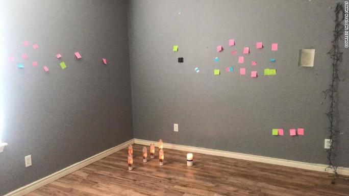 Những dòng tưởng nhớ của bạn bè, người thân trong phòng Brandy. Ảnh: CNN