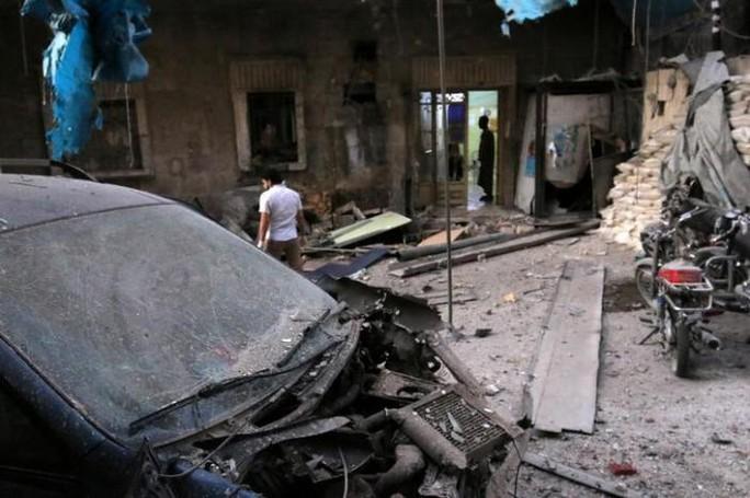 Bệnh viện dã chiến ở khu phố al-Maadi, Aleppo trúng bom. Ảnh: REUTERS