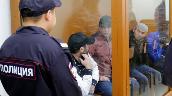 Cả 5 nghi phạm đều phủ nhận tội danh hôm 3-10. Ảnh: REUTERS