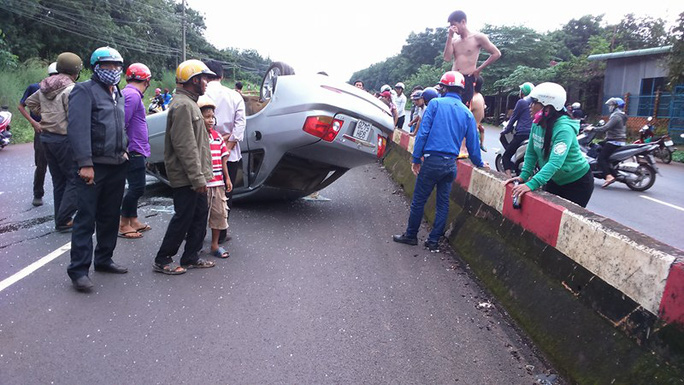 Tự gây tai nạn, tài xế xe 4 chỗ bị thương nặng, xe hư hỏng
