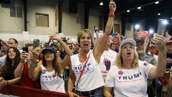 Ông Trump bị nhiều phụ nữ phản đối sau các cáo buộc tình dục. Ảnh: AP