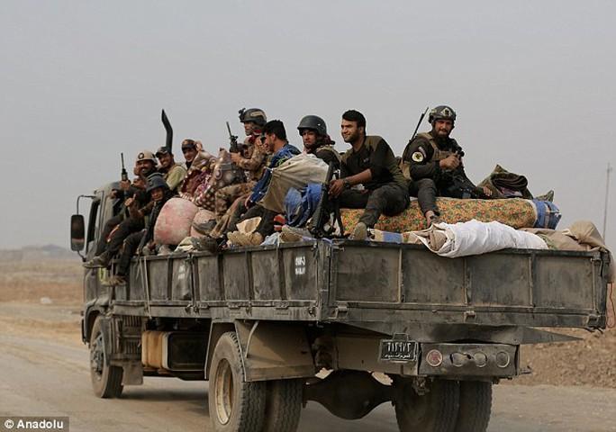 """Chưa kịp vung dao, đao phủ IS bị """"kẻ bắn tỉa Mosul"""" triệt hạ"""