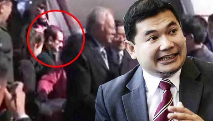 Ông Aiz (khoanh đỏ) đi cùng phái đoàn Thủ tướng Malaysia đến Trung Quốc. Ảnh: FREE MALAYSIA TODAY