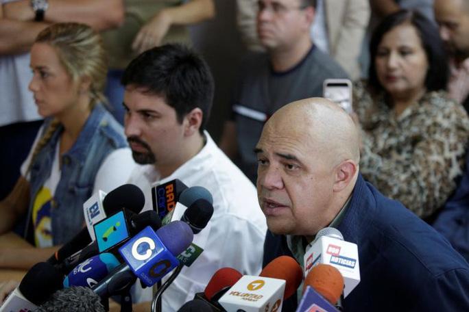 Người phát ngôn Liên minh Đoàn kết Dân chủ Venezuela đối lập Jesus Torrealba. Ảnh: REUTERS