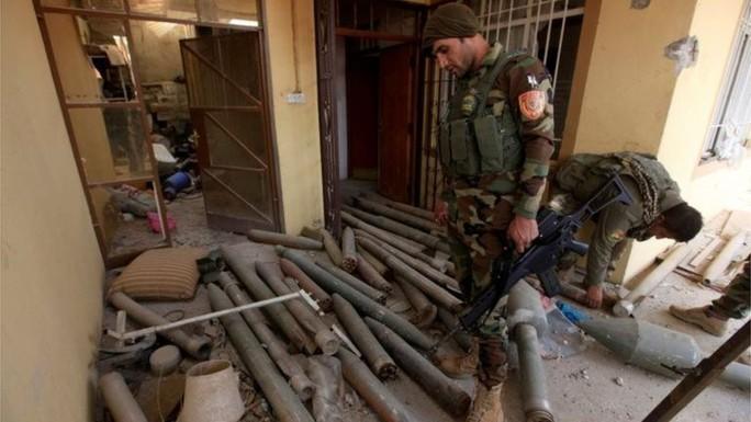 Một căn nhà ở phía Đông Mosul từng được IS sử dụng. Ảnh: REUTERS