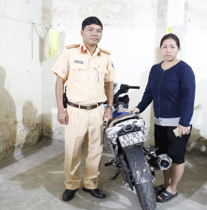 Nhờ CSGT Đội Tuần tra - Dẫn đoàn (PC67) Công an TP HCM chị Ngọc đã tìm được xe gắn máy của mình.