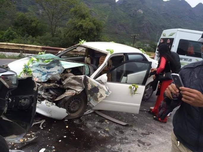 Chiếc xe dâu bị hư hỏng nặng sau vụ tai nạn - Ảnh: Otofun