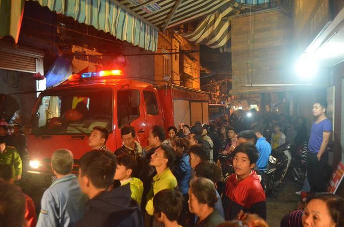 Vụ cháy ngay giữa phố cổ khiến nhiều người dân hoảng sợ