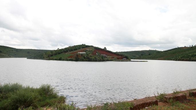 Hồ thôn 3, xã Lộc Tân rộng hơn 10 ha, sâu 10 - 15 m, vô cùng nguy hiểm.