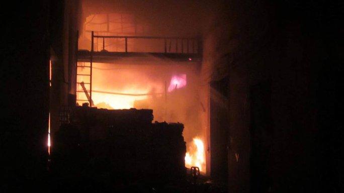 Khu vực cháy gồm nhiều xưởng sản xuất và công ty