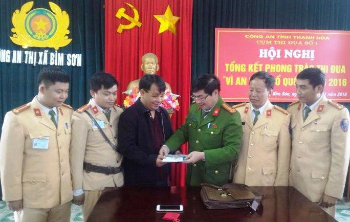 Công an thị xã Bỉm Sơn trao trả lại số tài sản gần 1 tỉ đồng cho người bị mất